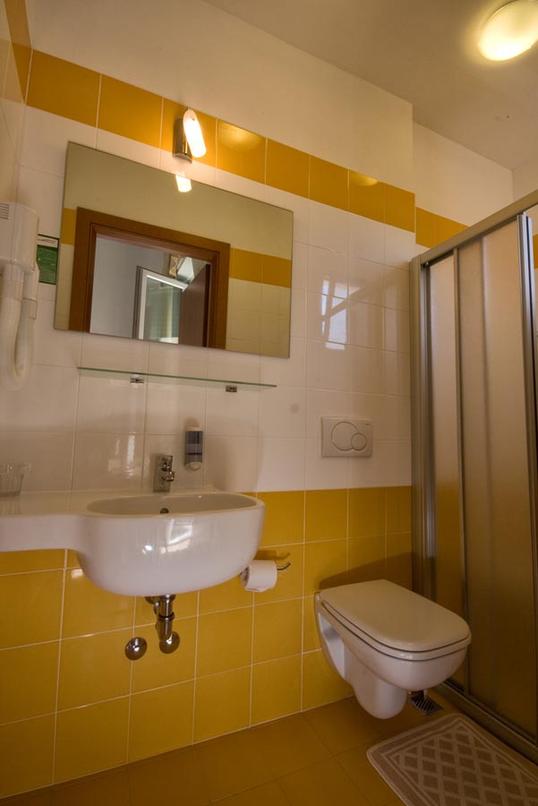 Camere hotel mary fleur viserba - Box doccia rimini ...